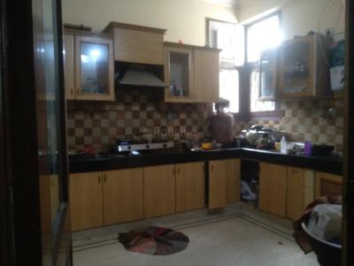 सेक्टर 41 में गर्ल्स पीजी के किचन की तस्वीर