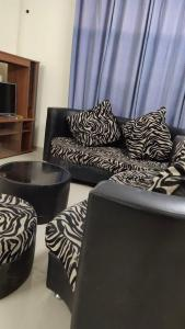Gallery Cover Image of 2200 Sq.ft 3 BHK Apartment for rent in DLF Express Greens, Manesar for 25000