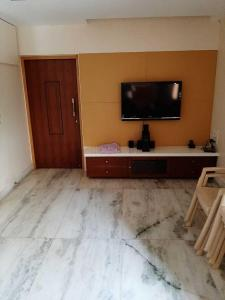 Gallery Cover Image of 950 Sq.ft 2 BHK Apartment for buy in Juhu for 45000000