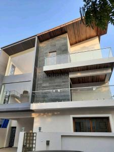 Gallery Cover Image of 5000 Sq.ft 5 BHK Independent House for buy in Banaswadi for 40000000
