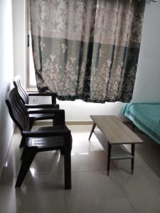 Gallery Cover Image of 1025 Sq.ft 2 BHK Apartment for rent in Maninagar for 13000