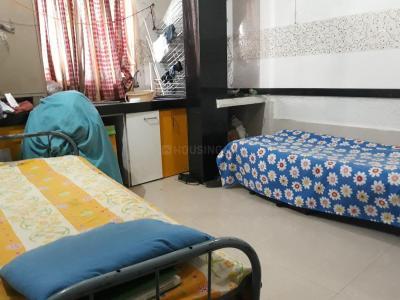 कर्वे नगर में युवा हाउसिंग पीजी के बेडरूम की तस्वीर