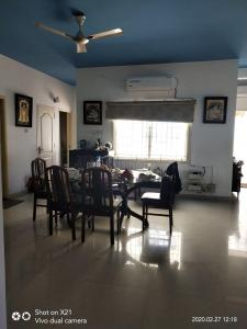 Gallery Cover Image of 2000 Sq.ft 3 BHK Apartment for rent in Thiruvanmiyur for 70000