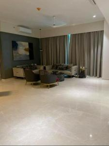 Gallery Cover Image of 1670 Sq.ft 3 BHK Apartment for buy in Kohinoor Tower, Dadar West for 72000000