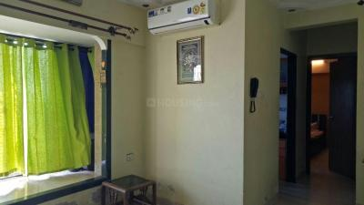 Gallery Cover Image of 613 Sq.ft 1 BHK Apartment for rent in Kandivali East for 19000