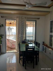 Gallery Cover Image of 1075 Sq.ft 2 BHK Apartment for rent in Kalyan West for 20000