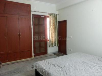 Gallery Cover Image of 1570 Sq.ft 3 BHK Apartment for rent in DLF Phase 2 for 32000