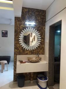 Gallery Cover Image of 400 Sq.ft 1 BHK Apartment for buy in Omkar Vive, Kurla West for 12500000