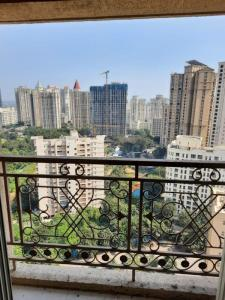 Gallery Cover Image of 1150 Sq.ft 3 BHK Apartment for rent in Rosa Oasis, Hiranandani Estate for 27000