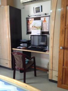 Gallery Cover Image of 2200 Sq.ft 3 BHK Apartment for rent in Bodakdev for 50000