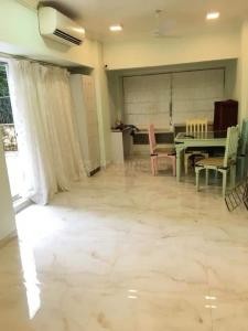 Gallery Cover Image of 800 Sq.ft 2 BHK Apartment for rent in Carter Apartment, Bandra West for 65000