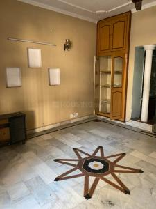 Gallery Cover Image of 950 Sq.ft 2 BHK Apartment for rent in Aashirwad Apartments, Paschim Vihar for 21000