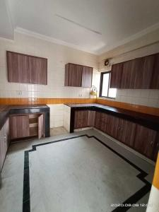 Gallery Cover Image of 1950 Sq.ft 4 BHK Apartment for rent in The Eligible, Sector 10 Dwarka for 40000