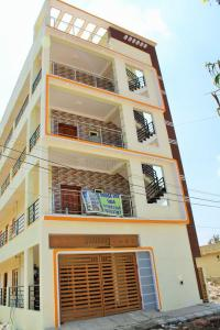 Gallery Cover Image of 7000 Sq.ft 10 BHK Independent House for buy in Kalkere for 27000000