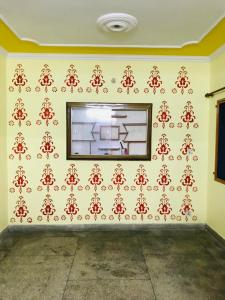 Gallery Cover Image of 1600 Sq.ft 2 BHK Apartment for rent in Dwarka Kunj Apartments, Sector 12 Dwarka for 18000
