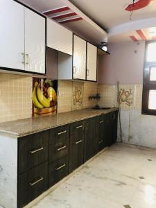 Gallery Cover Image of 300 Sq.ft 3 BHK Independent House for rent in Sector 3 Rohini for 25000