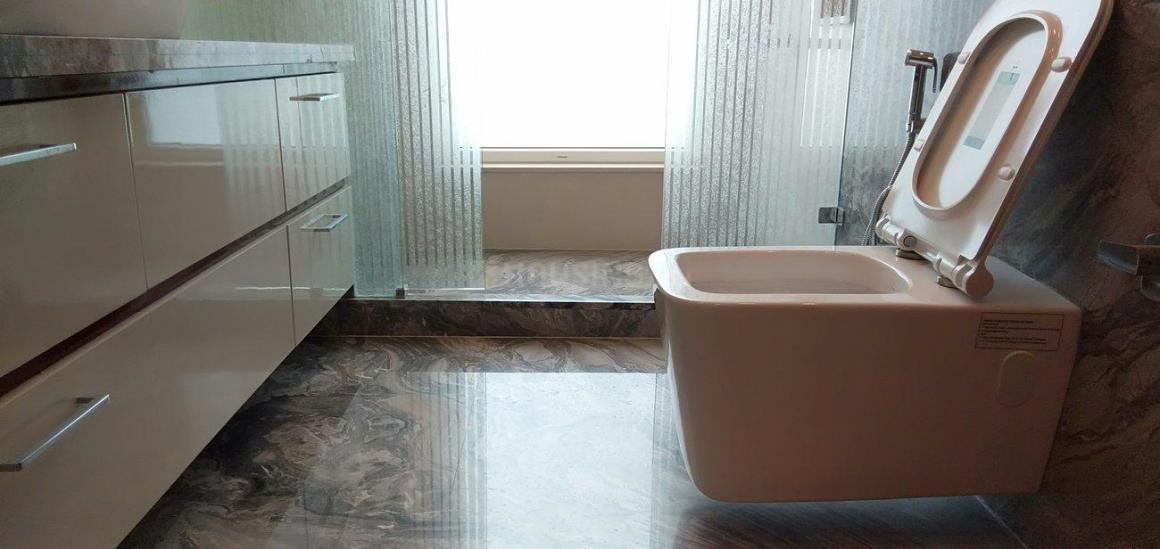 Common Bathroom Image of 3600 Sq.ft 3 BHK Independent Floor for rent in Neeti Bagh for 160000