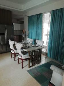 Gallery Cover Image of 1800 Sq.ft 3 BHK Apartment for buy in Sector 150 for 12100000