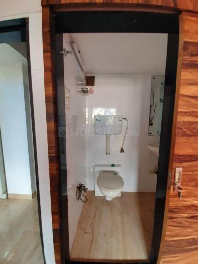 कॉपर खैरने में कामाक्षी धाम के बाथरूम की तस्वीर