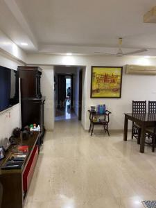 Gallery Cover Image of 1900 Sq.ft 3 BHK Apartment for buy in Khar West for 52100000