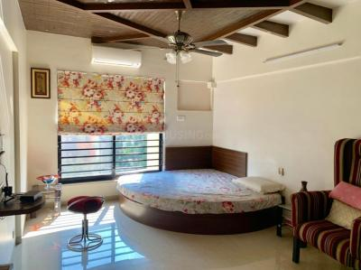 Gallery Cover Image of 1600 Sq.ft 3 BHK Apartment for buy in Clover Acropolis, Viman Nagar for 22500000