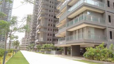 Gallery Cover Image of 1046 Sq.ft 2 BHK Apartment for rent in Ghatkopar West for 60000