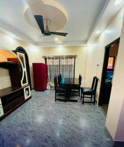 Gallery Cover Image of 1400 Sq.ft 3 BHK Apartment for rent in Kalighat for 35000