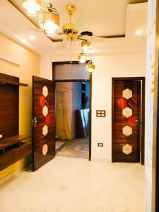 Gallery Cover Image of 750 Sq.ft 2 BHK Independent House for buy in Vishal DLF Paradise, DLF Ankur Vihar for 1850000