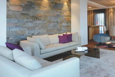 Gallery Cover Image of 698 Sq.ft 1 BHK Apartment for buy in Kandivali West for 8460000