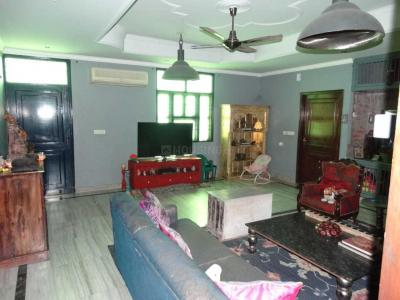Gallery Cover Image of 2700 Sq.ft 3 BHK Independent Floor for rent in Neb Sarai for 39000