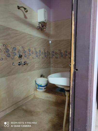 सेक्टर 62ए में ओम विला के कॉमन बाथरूम की तस्वीर