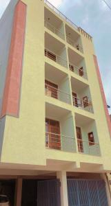 Gallery Cover Image of 650 Sq.ft 2 BHK Independent Floor for buy in Sector 105 for 2650000