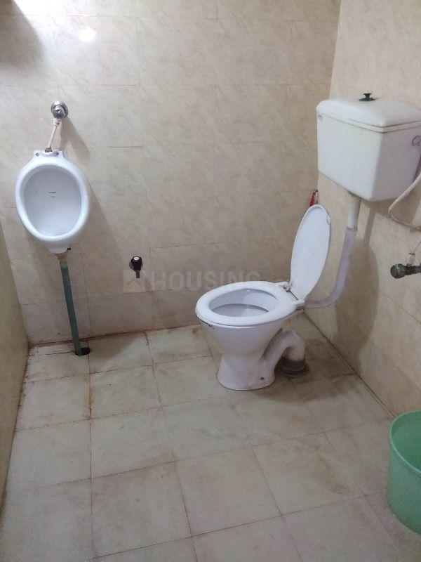 Common Bathroom Image of 600 Sq.ft 1 BHK Independent House for rent in Thakurpukur for 5500