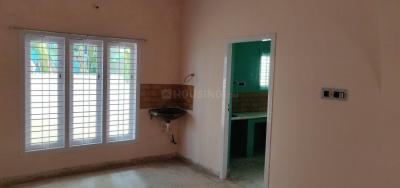 Gallery Cover Image of 1250 Sq.ft 3 BHK Independent House for rent in Kolathur for 20000