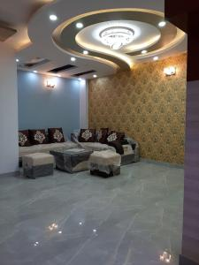Gallery Cover Image of 2200 Sq.ft 5 BHK Independent House for buy in Paschim Vihar for 65000000