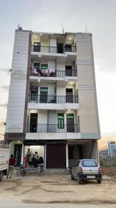 Gallery Cover Image of 925 Sq.ft 2 BHK Independent Floor for buy in Gayatri Vatika, Sector 121 for 2190000