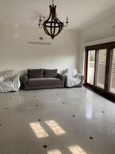 Gallery Cover Image of 5000 Sq.ft 4 BHK Independent House for rent in Safdarjung Enclave for 165000