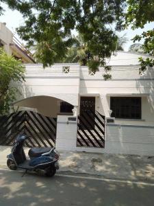Gallery Cover Image of 1500 Sq.ft 3 BHK Independent House for rent in Mahalakshmi Kottivakkam, Kottivakkam for 32000