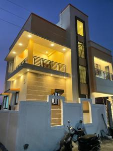 Gallery Cover Image of 1384 Sq.ft 3 BHK Independent House for buy in Guduvancheri for 6700000
