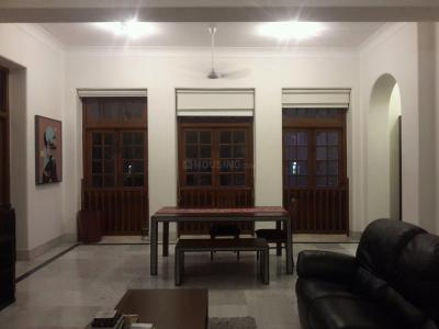 Gallery Cover Image of 2500 Sq.ft 3 BHK Apartment for rent in Colaba for 350000