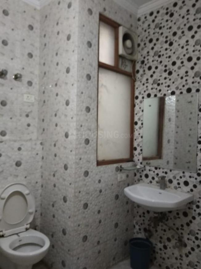 Common Bathroom Image of 1800 Sq.ft 3 BHK Independent Floor for rent in Sector 31 for 35000