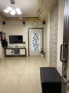 Gallery Cover Image of 1200 Sq.ft 3 BHK Independent House for buy in Kandivali West for 12500000