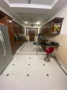 Gallery Cover Image of 10000 Sq.ft 9 BHK Independent House for buy in Sector 52 for 99000000