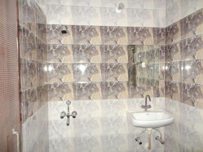 लिवसीन अकॉमोडेशन इन सेक्टर 45 के कॉमन बाथरूम की तस्वीर