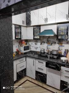 Gallery Cover Image of 800 Sq.ft 1 BHK Apartment for rent in DDA GH 8 LIG Flats, Paschim Vihar for 17000