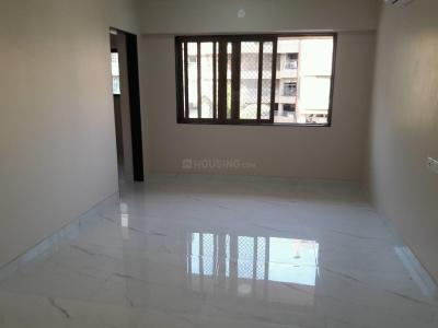 Gallery Cover Image of 750 Sq.ft 2 BHK Apartment for rent in Khar West for 100000