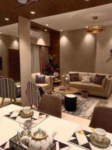 Gallery Cover Image of 610 Sq.ft 2 BHK Apartment for buy in Ruparel Regalia, Sion for 12000000