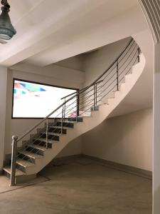 Gallery Cover Image of 5000 Sq.ft 4 BHK Independent House for rent in Sainik Farm for 70000