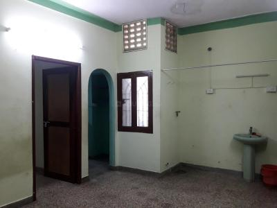 Gallery Cover Image of 750 Sq.ft 2 BHK Apartment for rent in Choolaimedu for 12000