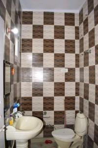 Bathroom Image of PG House in Kirti Nagar